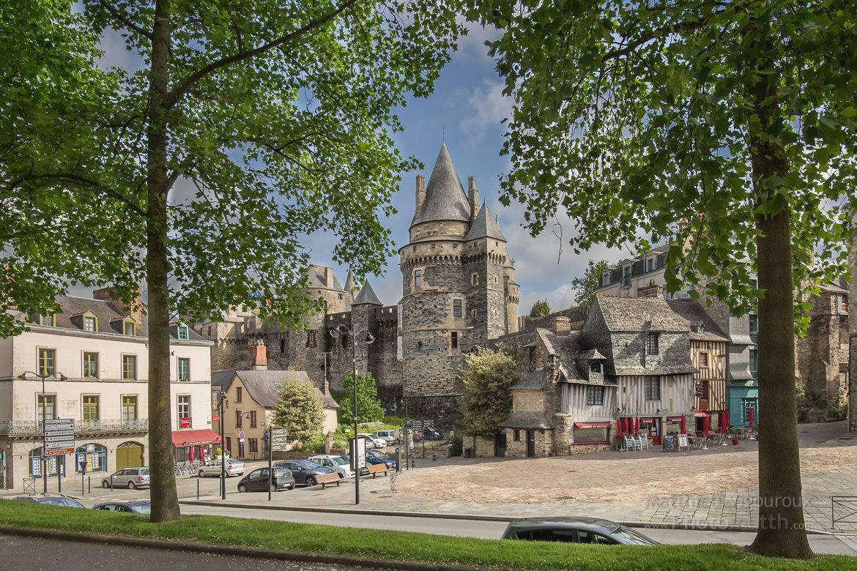 Château des Barons de Vitré (Ille-et-Vilaine) au mois de mai.